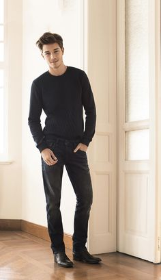 Black jeans in the Mavi signature straight-leg fit, Myles, is the style statement of the season. Wear them with an understated sweater for an effortless and sophisticated look. | Shop the Mavi Straight Leg Jeans and the Fall Collection.