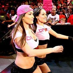 Brie Bella Wwe, Nikki And Brie Bella, The Fabulous Moolah, Wwe Lucha, Gorgeous Ladies Of Wrestling, Carmella Wwe, Roman Reigns Dean Ambrose, Wwe Couples, Bella Beauty