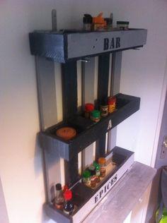 Pallet+shelf+for+spices+|+1001+Pallets
