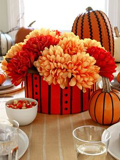 Lots of orange, basic black and a host of bewitching decorations give fright night a spellbinding spin. Make your own Halloween and Fall Flower Arrangements so how to make them here. Halloween Flower Arrangements, Halloween Flowers, Halloween Pumpkins, Halloween Crafts, Halloween Decorations, Halloween Entertaining, Fall Diy, Fall Harvest, Holidays Halloween