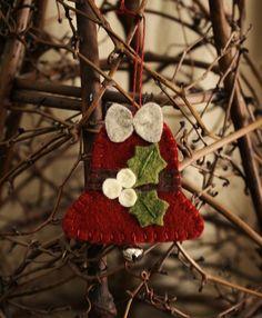 holly bell felt ornament wool felt holiday par urbanpaisley sur Etsy
