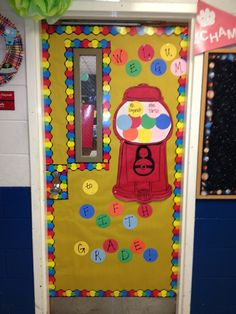 Periodico mural on pinterest bulletin boards back to for Back to school door decoration
