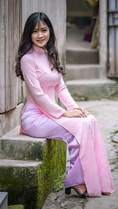 Long Dresses- Image Ideas – Ideas for all Dresses & Outfits for All Ocassions Vietnamese Clothing, Vietnamese Dress, Vietnamese Traditional Dress, Traditional Dresses, Ao Dai, Oriental Fashion, Asian Fashion, Sexy Outfits, Dress Outfits