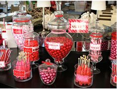pink and red sweet table with candy in glass apothecary jars Red Candy Buffet, Candy Table, Pink Wedding Colors, Red Wedding, Wedding Ideas, Wedding Poses, Wedding Pictures, Wedding Details, Wedding Cake