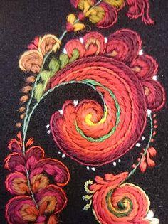 Rosesaum closeup Scandinavian Embroidery, Swedish Embroidery, Silk Ribbon Embroidery, Crewel Embroidery, Floral Embroidery, Cross Stitch Embroidery, Machine Embroidery, Embroidery Designs, Folk Art Flowers