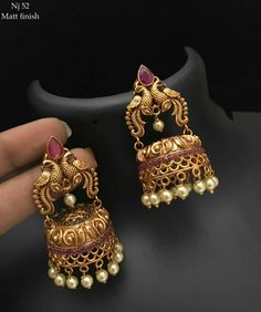 Gold Jewelry With Price Refferal: 3951195104 Gold Jhumka Earrings, Jewelry Design Earrings, Gold Earrings Designs, Dainty Earrings, Antique Earrings, Tribal Earrings, Antique Jewellery, Designer Earrings, Gold Bangles Design