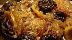 Tajine de pollo, ciruelas y dátiles uno de los platos más sabrosos de la gastronomía marroquí.