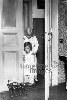 Kinder am Nikolaus-Tag, vermutl. 1920er Jahre ullstein bild - Haeckel Archiv/Timeline Images Archive, Pictures