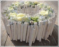 Art Floral, Floral Design, White Flower Arrangements, Easter Flowers, Diy Art, White Flowers, Flower Art, Diy And Crafts, Glass Vase