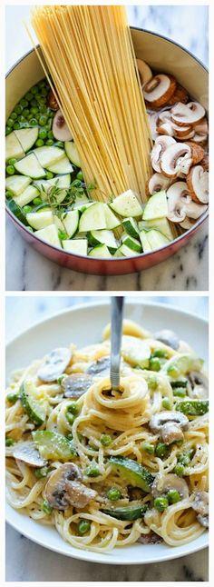 Pot Zucchini Mushroom Pasta One Pot Zucchini Mushroom Pasta - A creamy, hearty pasta dish that you can make in just 20 min.One Pot Zucchini Mushroom Pasta - A creamy, hearty pasta dish that you can make in just 20 min. Comida Diy, Vegetarian Recipes, Cooking Recipes, Cooking Ideas, Healthy Recipes For One, Cooking Gadgets, Healthy Dishes, Cooking Tools, Healthy Recipes With Mushrooms