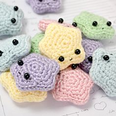 Make your own cute amigurumi stars with this free crochet pattern.