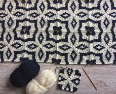 Pattern by Model ismi Joyeux jeudi. Motif p Crochet Diy, Crochet Motifs, Crochet Quilt, Tapestry Crochet, Afghan Crochet Patterns, Crochet Squares, Crochet Home, Love Crochet, Beautiful Crochet