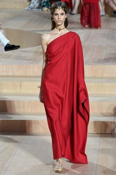 Valentino - Fall 2015 Couture - Look 32 of 60?url=http://www.style.com/slideshows/fashion-shows/fall-2015-couture/valentino/collection/32
