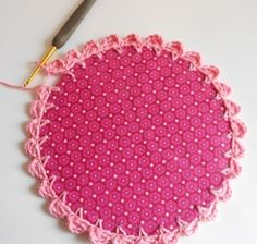 Comment faire une jolie bordure au crochet pour un petit cadre.