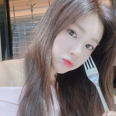 This is Kang Hyewon speaking ✌ Thank you for liking my gif xoxo. Lee Sung Kyung, Japanese Girl Group, The Wiz, Jaehyun, Pop Group, Girly Girl, Korean Girl Groups, Girl Crushes, Idol