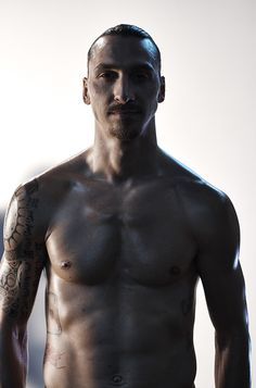 This Man 😍😍😍 Zlatan ibrahimovic Football Soccer, Football Players, I Am Zlatan, Weak In The Knees, Man United, Best Player, Psg, Neymar, Manchester United