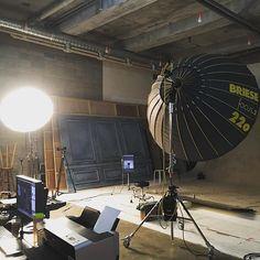 남에 스튜디오 구경은 넘나 재밌는것! 요즘 한국에서 제일 바쁜 스튜디오가 아닐까.. . . #스튜디오 #브리제 #조명 #갖고싶다 #꿈에 #스튜디오 #라이카 #letsxox #studio #briese #220 #leica #studio