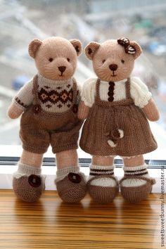 Вязаные влюбленные мишки. Handmade.