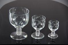 Røyne - av Ståle Kyllingstad for Hadeland Glassverk Wine Glass, Tableware, Beautiful, Dinnerware, Tablewares, Dishes, Place Settings, Wine Bottles