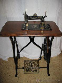 Preciosa máquina de coser antigua Tamburini (Antigüedades - Técnicas - Máquinas de Coser Antiguas - Otras)