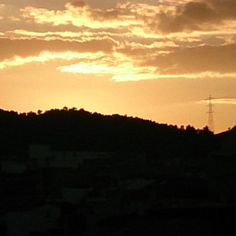#atardecer en #ribarrojadelturia  #sunset  #estoyenribaroja #otoño #autumn #sun #sol #valencia #luz #lightrib by yolcomunica