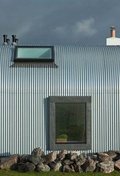 """""""Tin shed"""", arquitectura del siglo XXI con materiales pobres, Roselli, Kerr. La hojalata como material construcitvo, la reconversión de los cobertizos de hojalata en vivienda"""
