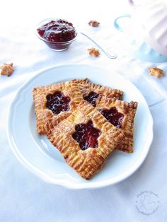 Caramelized puff pastry with raspberry jam - Sfoglie caramellate con confettura di lamponi