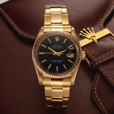 """DATEJUST YELLOW GOLD Rolex, """"Oyster Perpetual Datejust, Superlative Chronometer, Officially Certified,"""" Ref. 1601. Made in the 1970s. Fine, center seconds, self-winding, water-resistant, yellow gold Chronometer wristwatch with date and an 18K yellow gold Rolex Oyster bracelet with deployant clasp."""