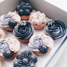 Buttercreme Cupcakes ♥ Source by . Pretty Cakes, Cute Cakes, Beautiful Cakes, Amazing Cakes, Tolle Cupcakes, Buttercream Cupcakes, Cute Desserts, Wedding Cupcakes, Creative Cakes
