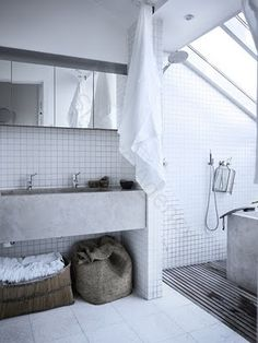 Shower room, white tiles like this? Bad Inspiration, Bathroom Inspiration, Modern Bathroom Design, Bathroom Interior Design, Minimal Bathroom, Bathroom Designs, Simple Bathroom, Concrete Sink, Concrete Bathroom