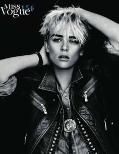80 Androgynous Fashion Shoots - From Boyish Beauty Spreads to Gender-Bending Elvis Editorials (CLUSTER)