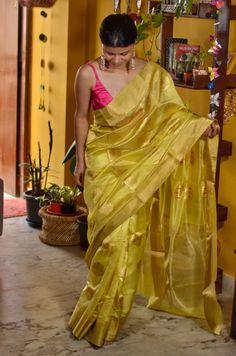 Handwoven chanderi pattu silk saree with meenakari gold and silk thread motifs Gold Silk Saree, Chiffon Saree, Kanjivaram Sarees Silk, Indian Silk Sarees, Cotton Saree Blouse Designs, Fancy Blouse Designs, Half And Half, Saree Trends, Stylish Sarees