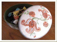 クルーウェル刺繍の箱 カルトナージュ