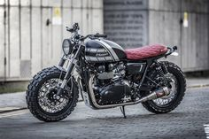 Pick a word to describe the stock Triumph Bonneville T100, and we'd say 'elegant.' It's a throwback to 1960s style, right down to the peashooter exhausts and two-tone paint. 'Elegant' …