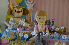 Festa circo vintage rosa Macaco em feltro feito por atelier la mar - http://www.elo7.com.br/macaco-com-tambor-festa-circo-vintage/dp/61C273  mágico em feltro feito por atelier la mar - http://www.elo7.com.br/magico-em-feltro/dp/5CCFD6