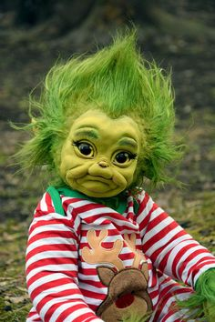 Baby Grinch is creepy and cute at the same time Cute Fantasy Creatures, Cute Creatures, Grinch Christmas, Christmas Baby, Christmas Humor, Reborn Dolls, Reborn Babies, Porcelain Dolls Value, Fine Porcelain