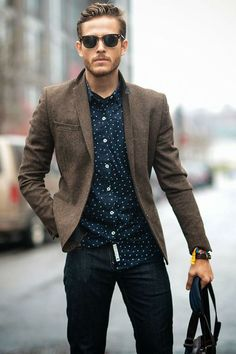 the best smart casual outfits, man in blazer and jeans … Best Smart Casual, Smart Casual Menswear, Mens Smart Casual Fashion, Trendy Fashion, Blazer Marron, Mode Man, Komplette Outfits, Outfits For Men, Mens Fall Outfits