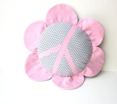 DIY pillow sewing pattern, flower and/or peace sign pillow tutorial, available as Instant Download on Etsy.