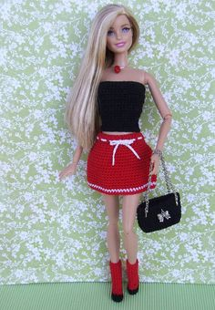 Irresistible Crochet a Doll Ideas. Radiant Crochet a Doll Ideas. Crochet Barbie Patterns, Crochet Barbie Clothes, Dress Barbie, Fashion Dolls, Fashion Outfits, Fashion Clothes, Barbie Wardrobe, Crochet Hoodie, Cute Crochet
