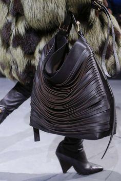 Michael Kors D Fall Handbags, Fashion Handbags, Fashion Bags, Classic Handbags, Purse Styles, Handbags Michael Kors, Beautiful Bags, Hobo Bag, Womens Tote Bags