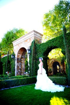 Neat shot of the bride and her surroundings on the special day of her wedding at Villa Siena! #wedding #arizona #villasiena #villasienabride #villasienawedding #greenery #outside #archway #bride #bridepicture