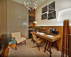 Decoração home office - madeira mesa cadeira  (Projeto: Ana Paula Carneiro)