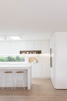 How do you renovate to sell? Kinwolf Projects share kitchen reno techniques to help maximise your return. Read more​ Designer: Kinwolf Projects (Sydney)​ Kitchen Builder: Collective Joinery​ Benchtop: Caesarstone® Cloudburst Concrete™​ Home Decor Kitchen, Kitchen Living, Kitchen Furniture, New Kitchen, Home Kitchens, Kitchen Reno, Kitchen Ideas, Kitchen Decorations, Decorating Kitchen