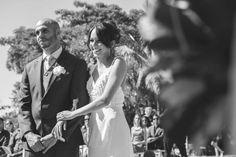 ♥♥♥  Casamento real da Simone e do Denner Um casamento real de arrancar suspiros, em um dia de sol com muito verde! Daqueles de fazer sonhar com um casamento rústico! http://www.casareumbarato.com.br/casamento-real-simone-denner/