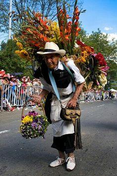 Desfile de silleteros, Feria de las flores Medellín Ecuador, Taking Pictures, Montana, Panama Hat, Mexico, World, Places, Breathe, Travel