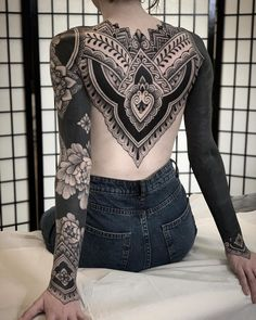 An ornamental tattoo artist, Jack Peppiette was born in Santa Cruz, California. Black Sleeve Tattoo, Solid Black Tattoo, Best Sleeve Tattoos, Black Tattoos, Body Art Tattoos, Grey Tattoo, Geometric Sleeve Tattoo, Tribal Sleeve Tattoos, Henna Tattoos