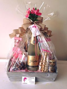 Pin by Tanya Doucet on Corporate basket Presents For Men, Xmas Presents, Christmas Gifts, Themed Gift Baskets, Wine Gift Baskets, Raffle Gift Basket Ideas, Basket Gift, Gift Ideas, Arte Bar