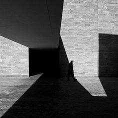 Serge Najjar fotografias contraste luces y sombras 6 Minimal Photography, City Photography, Black And White Photography, Landscape Photography, Serge Najjar, Ombres Portées, Photography Essentials, Black And White City, Light And Shadow