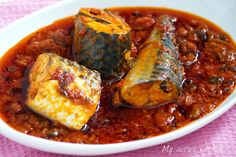 Easy Mackerel tomato stew - Fish and Seafood Recipes - Fish Recipes, Seafood Recipes, Cooking Recipes, Spicy Recipes, Ghanaian Food, Nigeria Food, Mackerel Recipes, West African Food, Mets