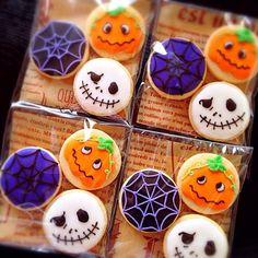 プチクッキーで作ってみました(^o^)/ - 144件のもぐもぐ - ハロウィン♡アイシングクッキー by soramina Bolo Halloween, Halloween Food Crafts, Halloween Sweets, Halloween Party Snacks, Halloween Drinks, Mini Cookies, Fall Cookies, Holiday Cookies, Cupcake Cookies